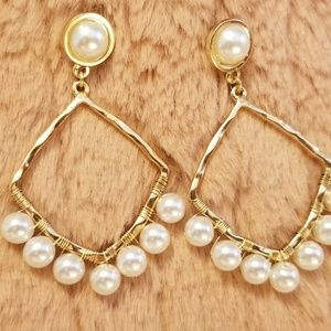 Diamond Shaped Earrings with pearlized beads